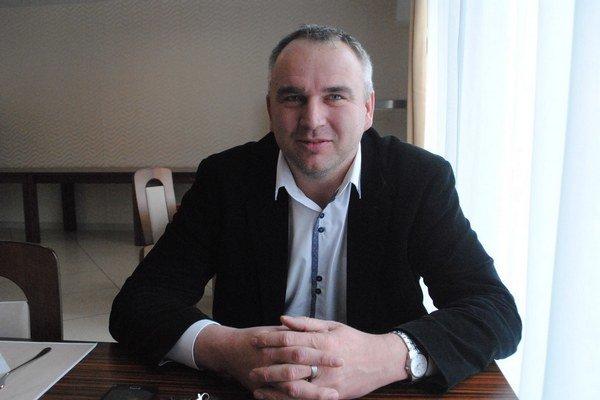 Nový poslanec. Do parlamentu vyniesli Jozefa Lukáča prednostné hlasy.