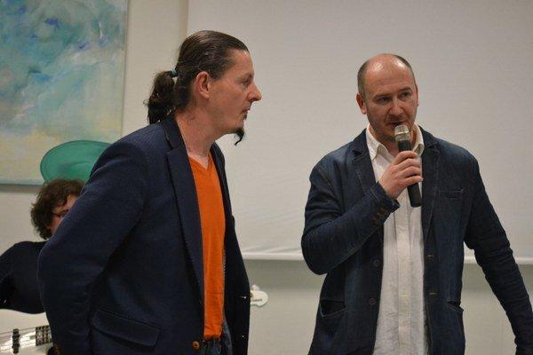 Jaro Švestka (vľavo) aĽubo Repaský. Obaja umelci vystavujú aktuálne vPrešove.