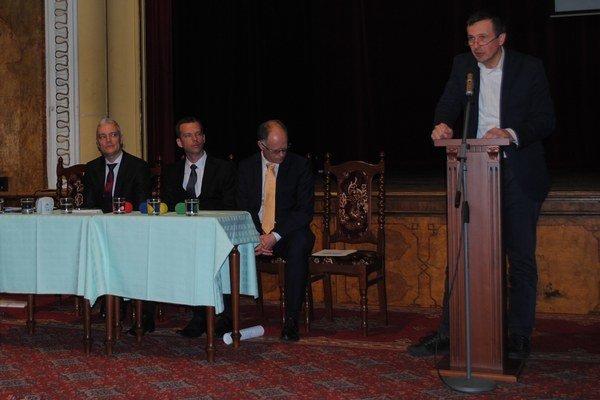 Anton Marcinčin (vpravo) hovoril o možnostiach pomoci štátu pre chudobné regióny.