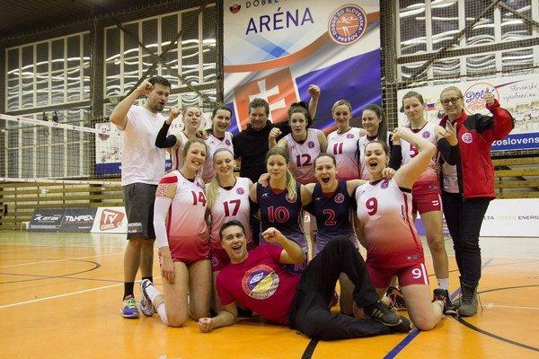 Radosť Prešovčaniek po víťazstve. V druhej sezóne medzi elitou ju zažili častejšie.