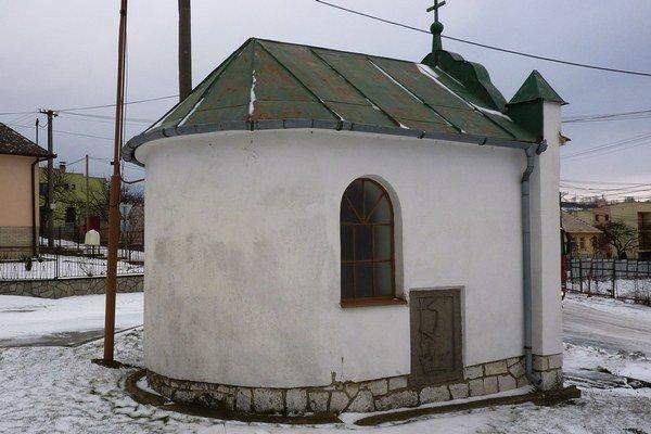 Kaplnka je zasvätená sv. Jánovi Nepomuckému.