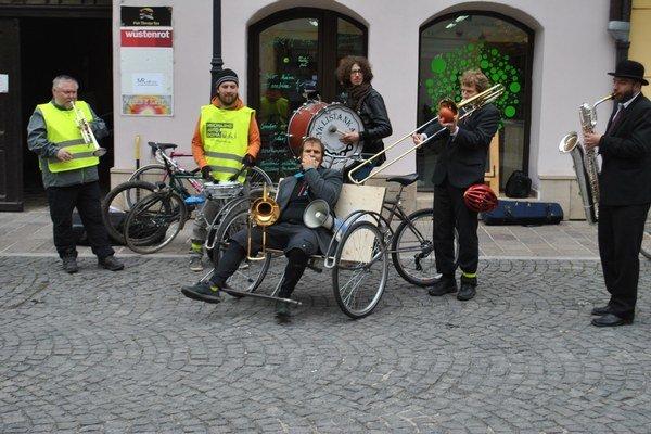 Aktivisti počas nedávnych dní absolvovali v meste sériu aktivít ako poďakovanie cyklistom.