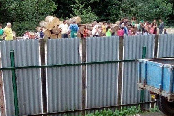 Deti sa hrali pri píle. Skončilo sa to tragédiou.