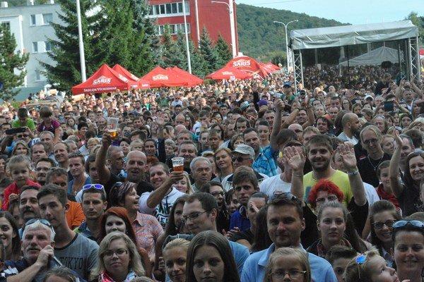 Plný areál. Publikum sa zabávalo vo veľkom.
