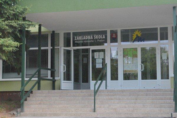 ZŠ Májové námestie. Pre žiakov je škola do konca týždňa zatvorená.