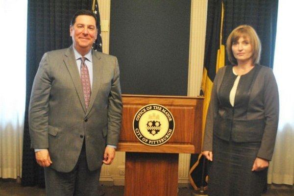 Primátor mesta Pittsburgh William Paduto s prešovskou primátorkou Turčanovou.