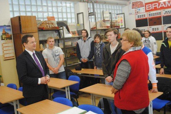 Na obhliadke školy. Minister školstva navštívil SOŠ technickú v Prešove.