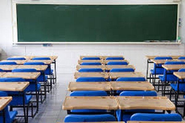 Triedy dvoch prešovských škôl ostali prázdne.