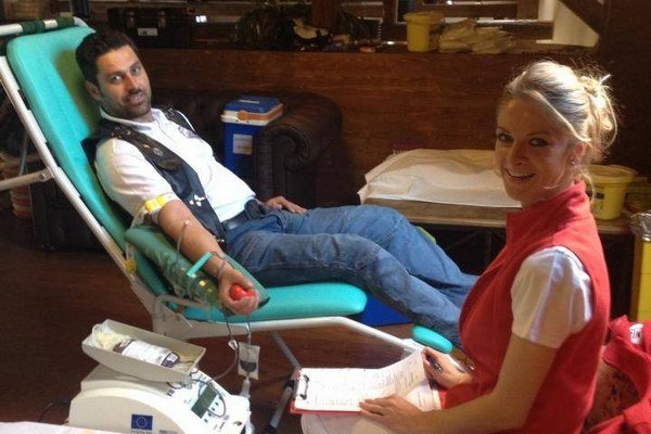 Darovanie krvi. Po roku to motorkári zopakujú.