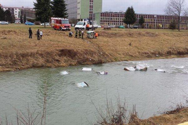 Kontajnery v Toryse. Bol ich rekordný počet, zasahovali hasiči.