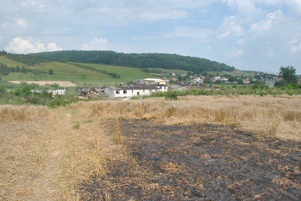 Vypaľovanie trávy môže spôsobiť nebezpečné požiare i smrť.