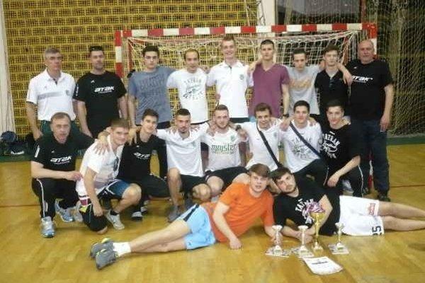 Víťazné družstvo starších dorastencov. Prešovčania v Novom Sade triumfovali.