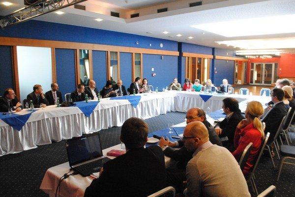 Pracovné rokovanie. Zúčastnili sa ho aj posudzovatelia európskych projektov.