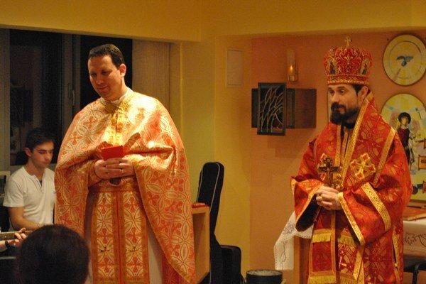Biskup Milan Lach zavítal do internátnej kaplnky.