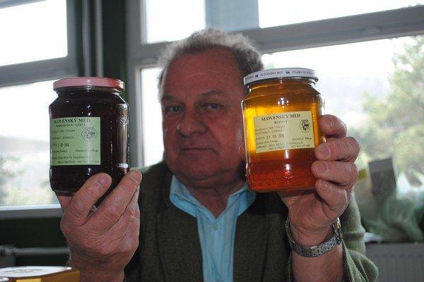 Milan Reich. S medom a včelami pracuje 45 rokov.