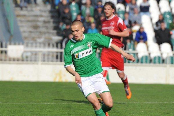 Neurazil sa. Najprv ako autor víťazného gólu figuroval Dávid Leško, potom zásah pripísali Petrovi Katonovi.