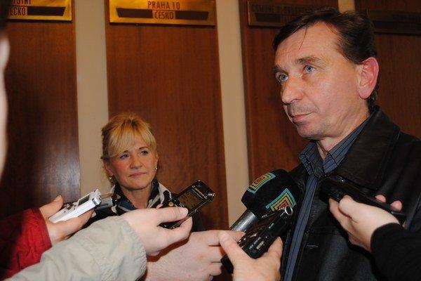 Š. Andraščíková a M. Gáll. O novej ponuke diskutovali, ale nedohodli sa.