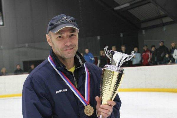 Úspešný tréner. S tromi družstvami získal tri medaily.