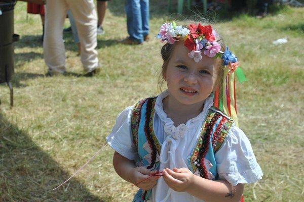 Malá princezná. Nelke sa kosenie veľmi páčilo.