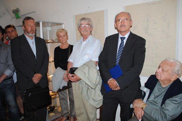 Autorka Mária Poldaufová so zberateľmi.