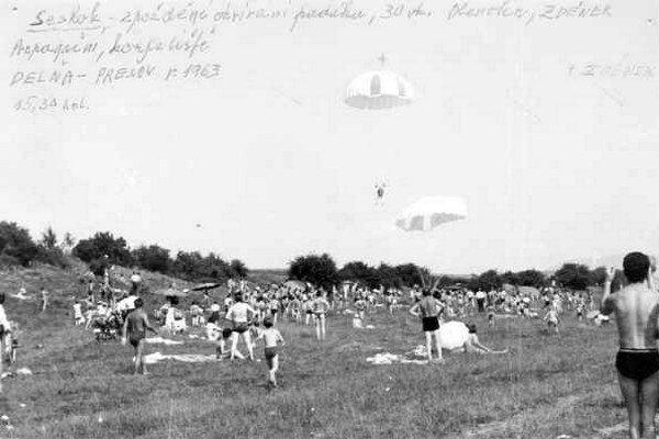 Kĺzanie nad Delňou v roku 1963. Odvahu Tona Zděnka obdivovali stovky Prešovčanov.