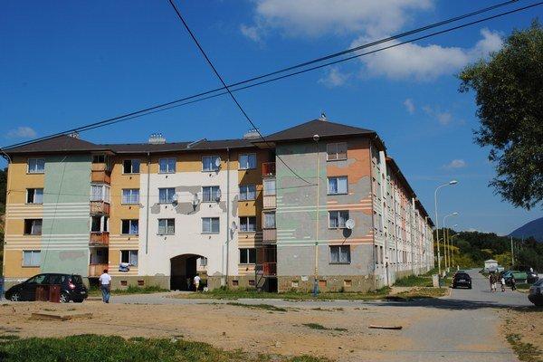 Stará tehelňa. Niektoré byty sú už prázdne, tri mesto preberie do správy dnes.