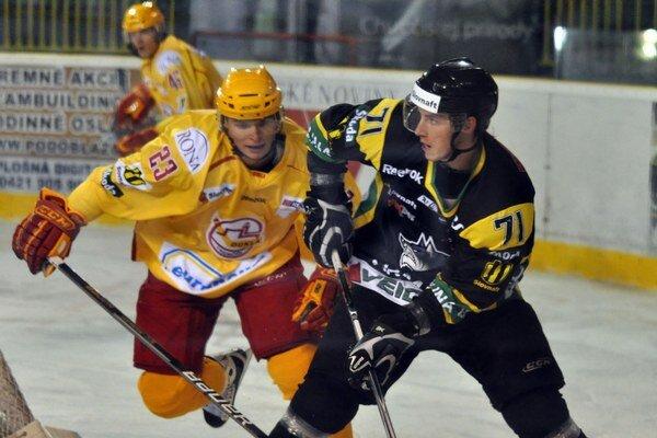 Už je v Prešove. Toto je pre M. Hajnika (vpravo) momentálne len spomienka na žilinský dres.