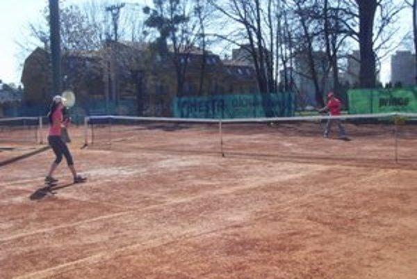 Areál na Nábrežnej. V polovici júla sa nájomná zmluva pre Top Tenis končí.