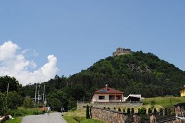 Na Kapušianskom hradnom vrchu došlo k zosuvu.