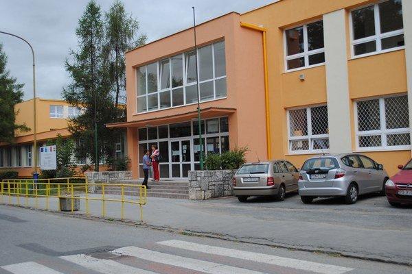 ZŠ Čsl. armády. Tejto škole príde od štátu na účet 632-tisíc eur, poslancov zaujíma prečo.