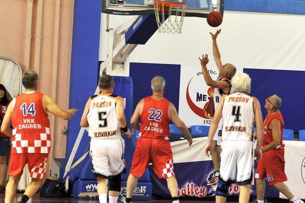 Zápolenia. Prešovskí basketbaloví veteráni si zahrali na šampionáte.