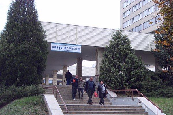 Fakultná nemocnica. Čelia exekúcii, podobne ako v Košiciach, Bratislave a Trnave.