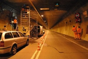 Tunel je v týchto dňoch zavretý.