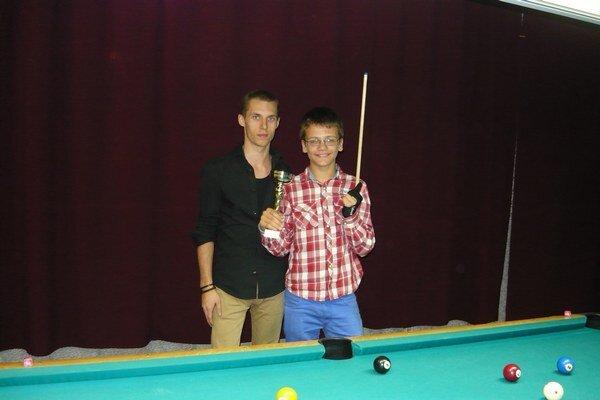 Finalisti Š. Polyak a F. Malaník (s trofejou).