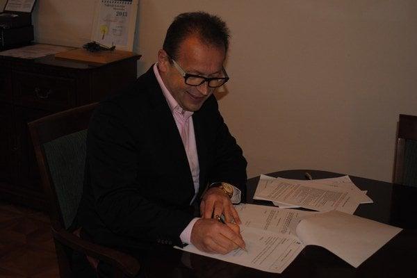 Primátor Pavel Hagyari podpísal uznesenie.