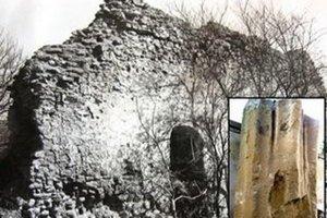 Kláštor v Hrabkove. Rozobrali ho na stavebný materiál. Pozostatok rebrovej klenby zachránili pamiatkari.