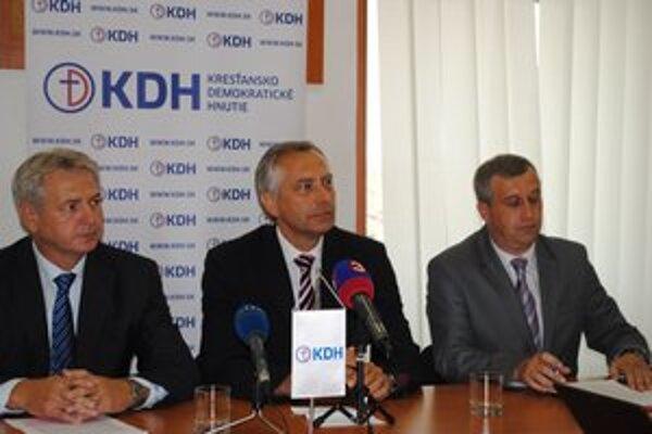 Predstavitelia KDH, zľava J. Hudacký, J. Figeľ a P. Zajac.