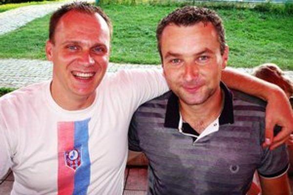 Zostane predsedovi úsmev aj po sezóne? Šéf veľkošarišských kolkárov Peter Peregrin (vpravo) s kolegom a priateľom spomedzi kolkárov z Nyiregyházy Zoltánom Fintom.