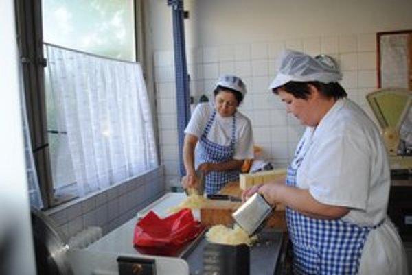 Kuchárky tvrdia, že deťom pripravujú jedlá len z kvalitných surovín.