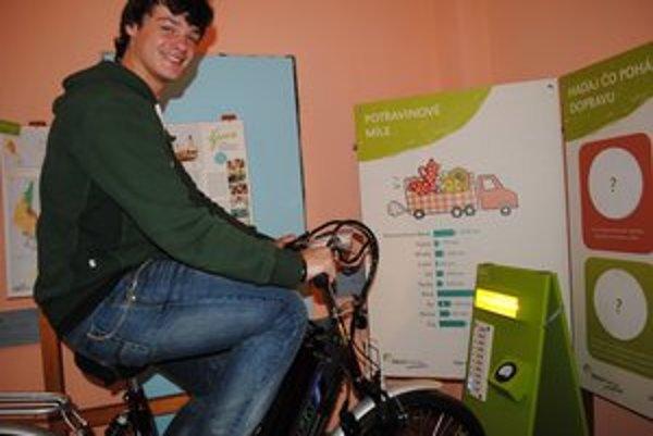 Bicyklo-motorka. René Aron skúša, ako funguje.