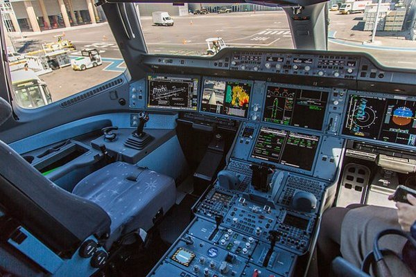 V kokpite A350.