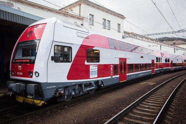 Nové poschodové súpravy majú jazdiť v okolí Bratislavy a Košíc.