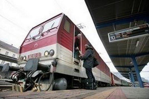 Vyššiu úroveň by vďaka konkurencii mali mať od polovice decembra aj štátne IC-vlaky.