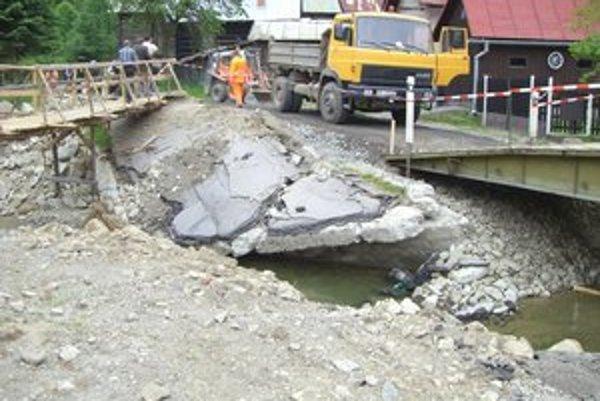 Následky povodní v Čirči. Pred dvoma rokmi boli viaceré cesty v kraji úplne zničené.
