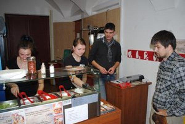 Chránená dielňa. V Prešove je netradičný fast food.
