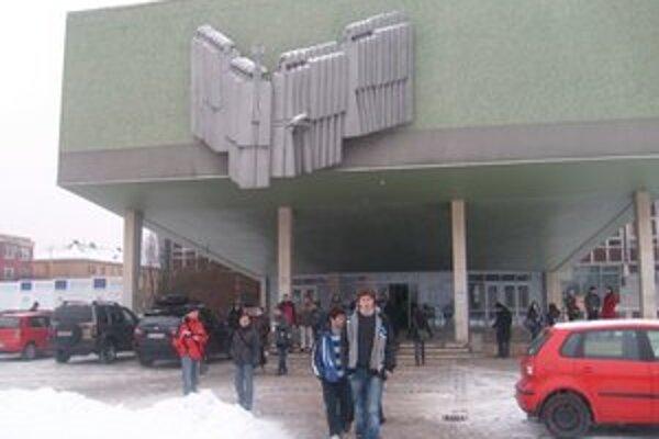 Študenti Prešovskej univerzity. Mámili od nich peniaze na falošnú zbierku.
