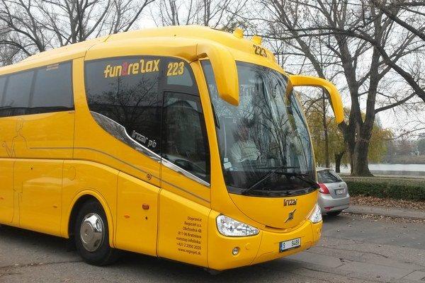 Žlté autobusy RegioJet mali cestovať do NItry a Banskej Bystrice už pred dvoma týždňami.