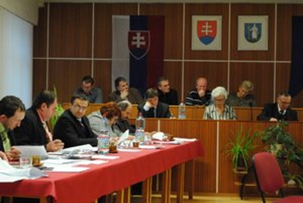 Mestské zastupiteľstvo. Poslanci rozpočet schválili.