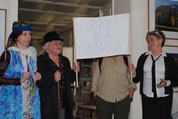 Slávnostné otvorenie. Knihovníčky demonštrovali, že knižnice slúžia všetkým.