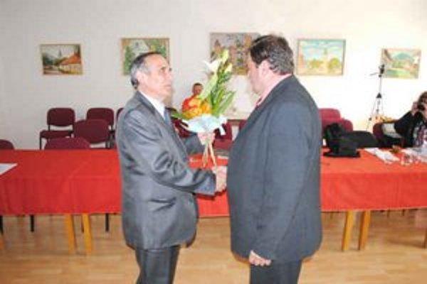 Rivali. Primátor Drab (vľavo) a poslanec Oros.